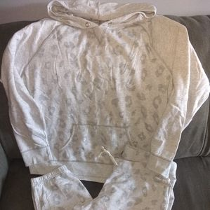 Women's old Navy sweat outfit like new